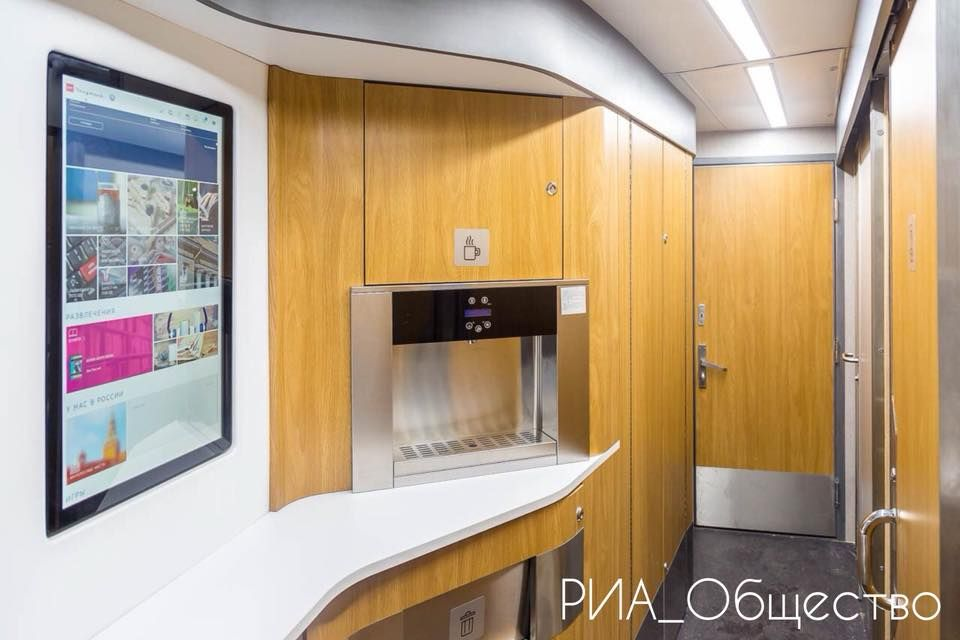 Федеральная пассажирская компания получила первый обновленный плацкартный вагон