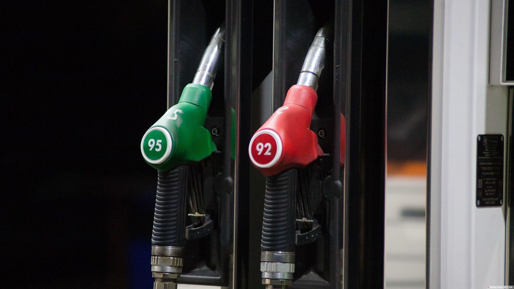На столичных АЗС упал вцене бензин